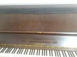 Piano Essenfelder Modelo C 142