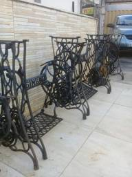 pe de ferro de maquina de costura antiga Singer aranha