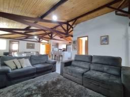 RM Imóveis vende linda casa no Caiçara com quintal e duas vagas.