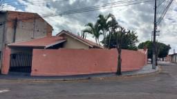Casa de Esquina - Assis (Próximo UNIP e Fácil acesso ao Super Mercado Amigão)
