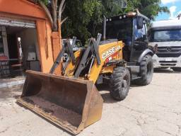 Retroescavadeira Case 580N ano 2019 4x4 Cabinada
