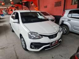 Toyota Etios Sedan 2018 1.5 1 mil de entrada Aércio Veículost