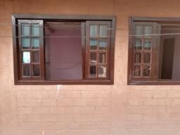 Aluga-se casa no Cajuru 2 peças e banheiro