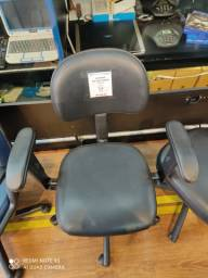 Cadeira com Braço Giratória para Escritório Preta