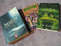 2 Harry Potter + 1 A Guerra dos Tronos . Kit com 3 livros.