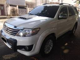 TOYOTA - HILUX SW4 SRV 4x4 7Lugares 10/11 - 2011