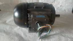 MOTOR ELÉTRICO 2 HP WEG, 220V, Trifásico, 2 Polos, 3400 Rpm, Blindado
