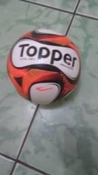 Bola Futsal Topper Dominator - Preto e Laranja 9d843af76a7bb