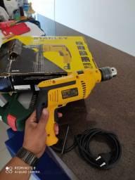 Furadeira Stanley 700w e kit de brocas Bosch