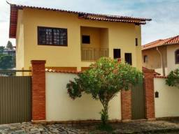 Vendo- Casa com cinco dormitórios em São Lourenço-MG