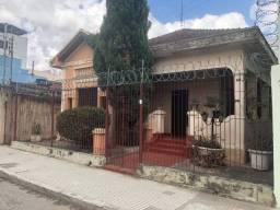 Casa com 03 quartos no Centro de Teófilo Otoni