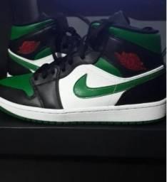 Air Jordan 1 MID black/pine green/white/gym red comprar usado  Atibaia