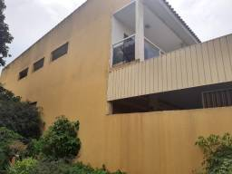 Prédio comercial com apartamentos e kitinets de aluguel