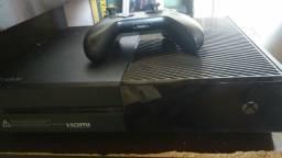 Xbox One 500 GB pouco tempo de uso