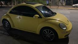 New beetle amarelo