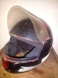 Vendo dois capacetes adulto usado R$40,00 cada