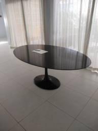 A mesa Saarinen