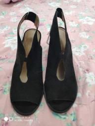 Sapato Preto Peep toe