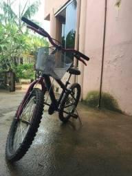 Bicicleta preta e rosa