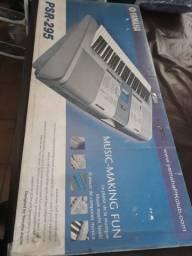 Teclado Yamaha PSR 295