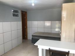 Alugo kitnet mobiliada no Portão R$ 750,00 a 4 quadras do shopping palladium
