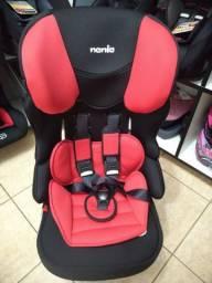 Cadeira 9 a 36kg vermelha e preta, vira assento
