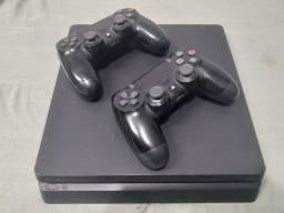 PS4 SLIM 500Gb + 2 Controles + Vários Jogos
