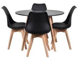 Jogo de mesa 4 cadeiras Saarinen wood! Entrega imediata. Entrega grátis em Macaé.