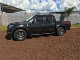 Nissan Frontier Attack 4x4 em ótimo estado de conservação