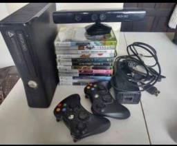 Xbox 360 seminovo 2 controles e kinect