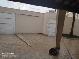 Casa com 3 Quartos e 2 banheiros à Venda, 167 m² por R$ 380.000