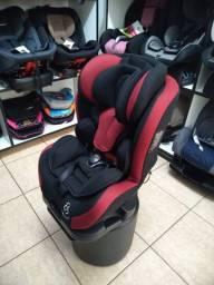 Cadeira 0 a 36kg vermelha e preta, com base e reclinável