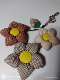 Chaveiro artesanal flores