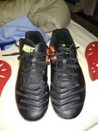 Vendo Chuteira Nike Tiempo 39 40 + Caneleira Nike usada poucas vezes em  campo! d28ed0a5d4a1e