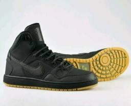 Tênis Basqueteira Nike
