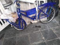 Bicicleta azul de carga