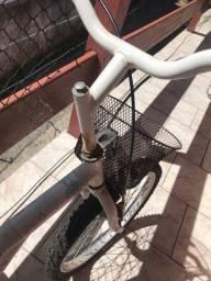 Bicicleta(precisa de reparos)