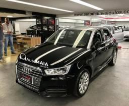 Audi A1 Sportback Attraction 1.4 TFSi com Bancos de Couro Top!!! - 2017