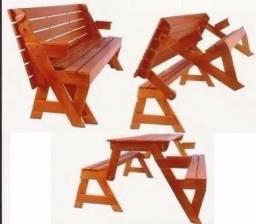 Banco de madeira que vira mesa com 4 lugares