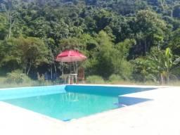 Sitio com piscina
