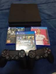 PlayStation 4 pouco uso, 2 controles e vários jogos.