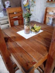 Namoradeira e mesa 4 cadeiras.