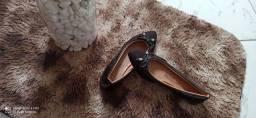 Vendo uma sapatilha preta