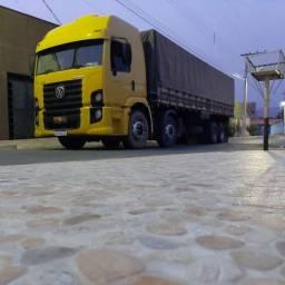 Caminhão graneleiro 24250 bitruk
