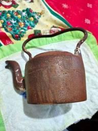 Chaleira em ferro muito antiga