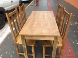 Mesa de madeira e 4 cadeiras novo