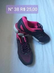 Dois pares de tênis por apenas 50$ reais