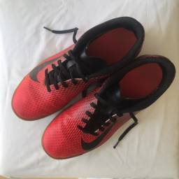 Chuteira - Nova - marca Nike - 42