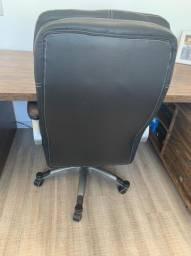 Mesa e cadeira para escritório de alto padrão