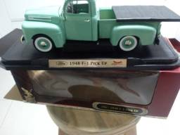 Vendo miniatura de carro antigo de metal Pick up 1948 F-1 da Die Cast Metal Collection